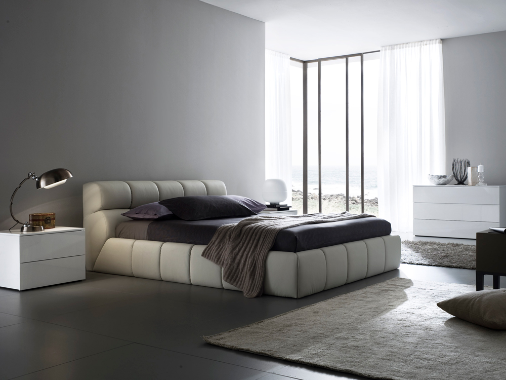 Nuvola Leather Platform Bed