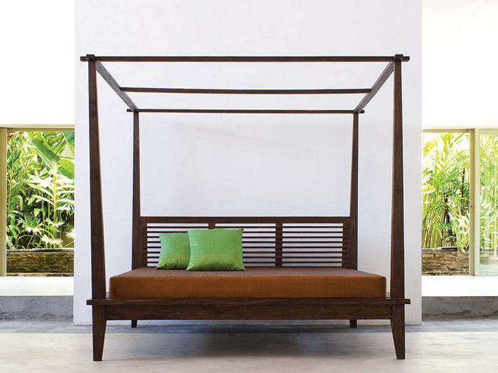 & California Canopy Platform Bed