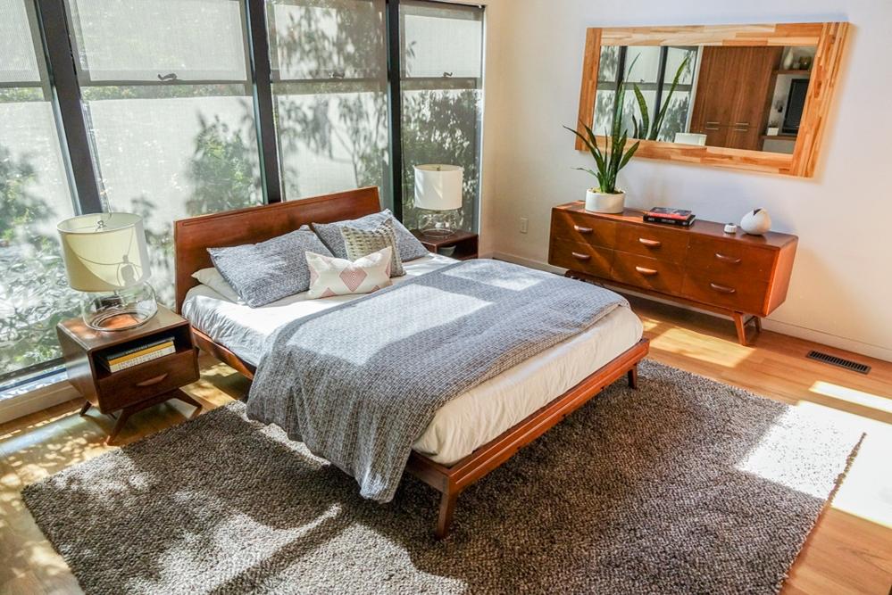 Dimora Black Wood Platform Bed