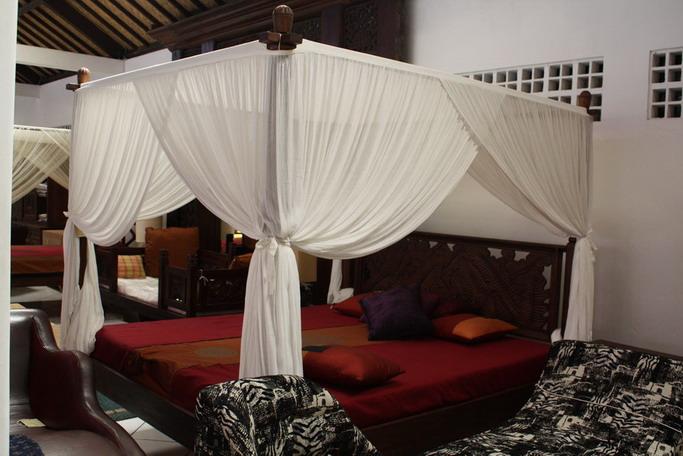 Mahogany Canopy King Bed